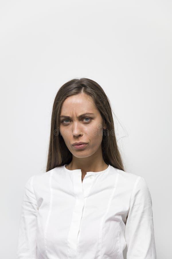 Ritratto di giovane donna seria fotografie stock