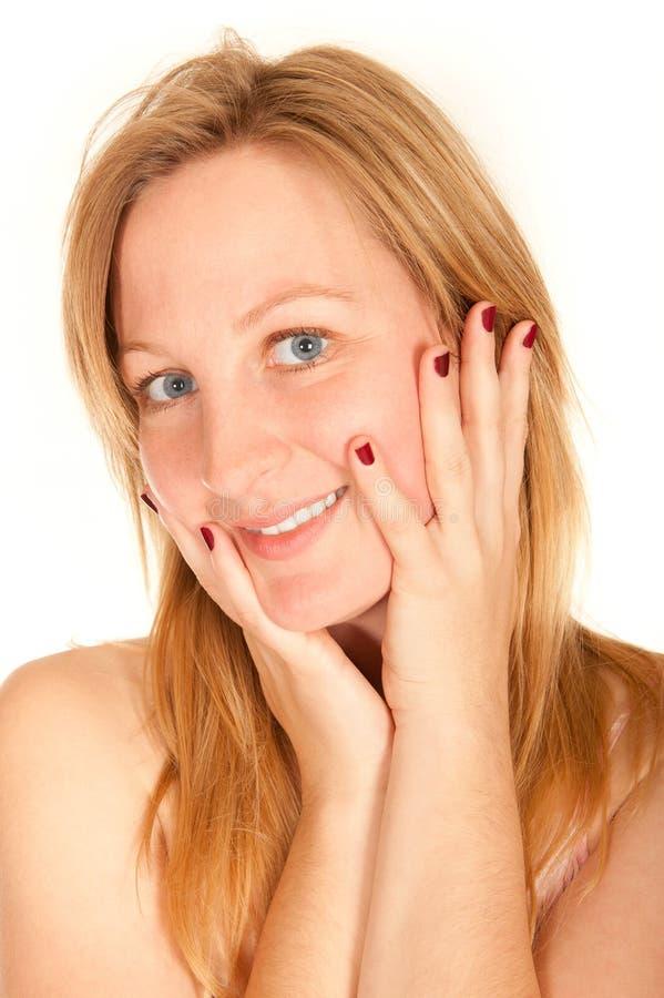Ritratto di giovane donna sorridente fotografia stock libera da diritti