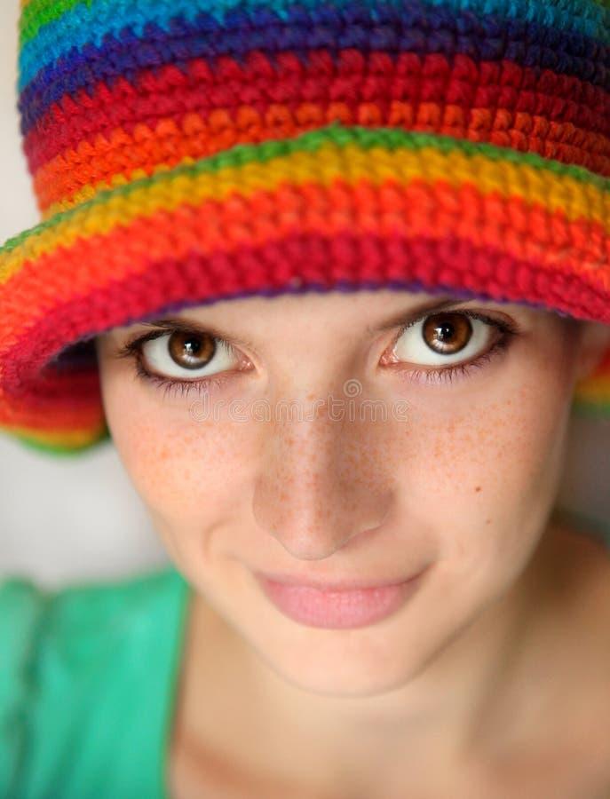 Ritratto di giovane donna in un cappello fotografia stock