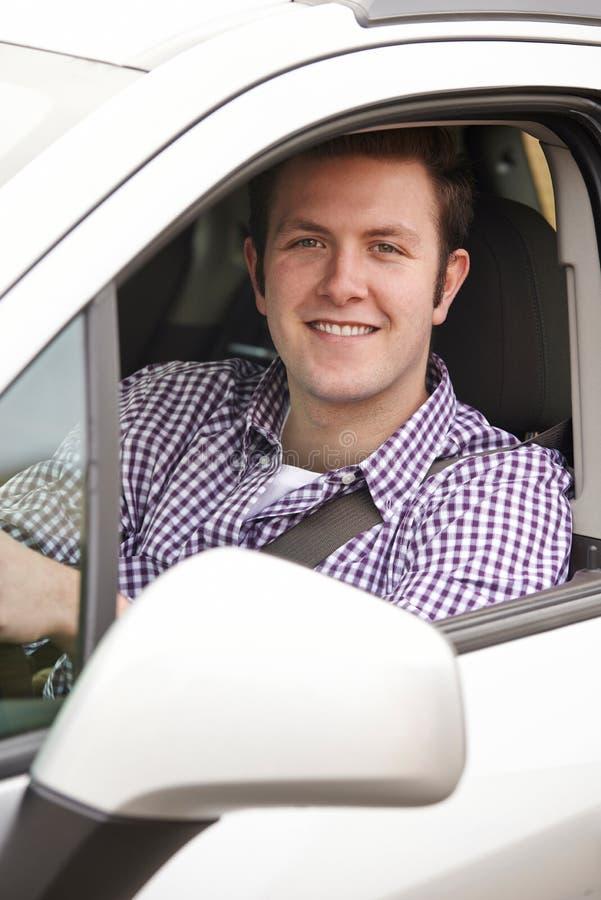 Ritratto di giovane finestra di automobile maschio di Looking Out Of dell'autista fotografia stock libera da diritti