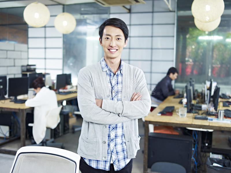 Ritratto di giovane imprenditore asiatico fotografie stock