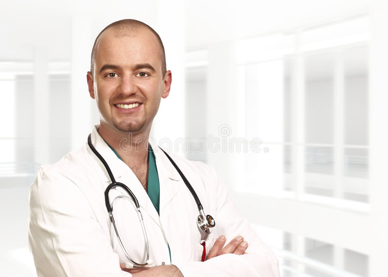 Ritratto di giovane medico all'interno fotografie stock libere da diritti