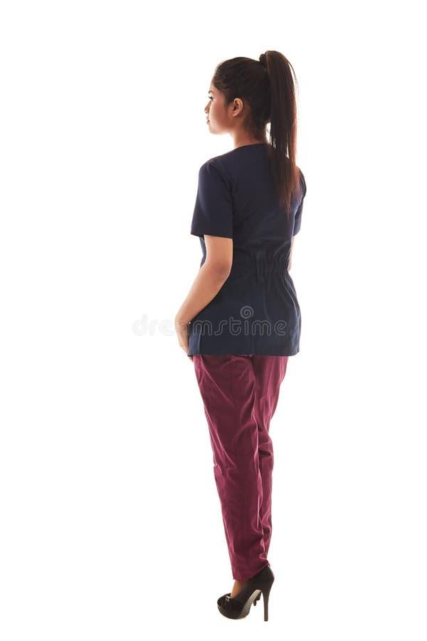Ritratto di giovane medico femminile attraente in un'attrezzatura medica fotografie stock libere da diritti
