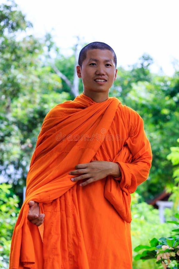 Ritratto di giovane monaco buddista fotografie stock libere da diritti