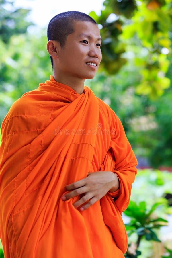 Ritratto di giovane monaco buddista immagini stock