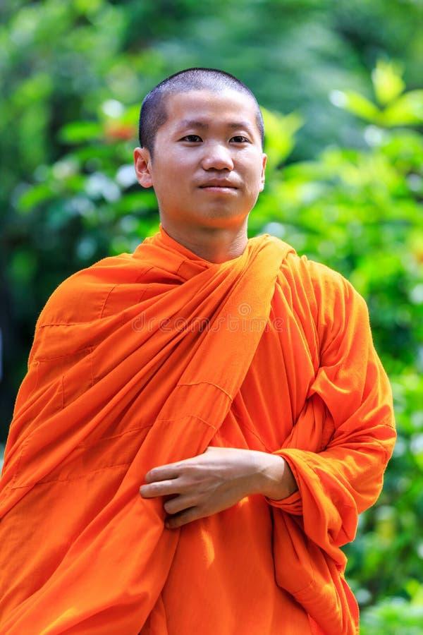 Ritratto di giovane monaco buddista fotografie stock