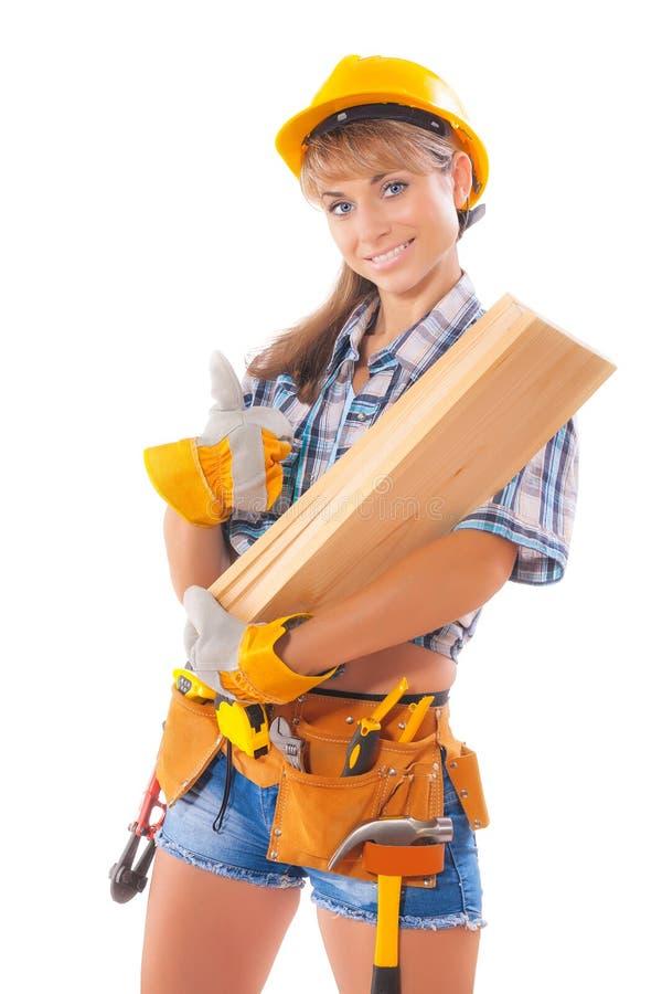Ritratto di giovane muratore femminile che porta boa di legno fotografia stock libera da diritti