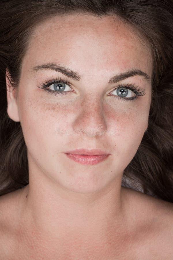 Ritratto di giovane ragazza attraente fotografia stock