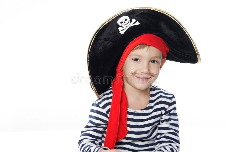Ritratto di giovane ragazzo vestito come pirata fotografie stock libere da diritti