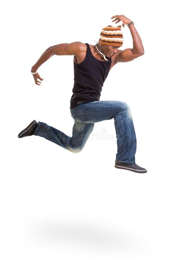 Ritratto di giovane salto africano allegro dell'uomo fotografia stock