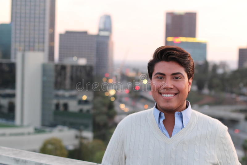 Ritratto di giovane sorridere maschio latino gay fotografia stock