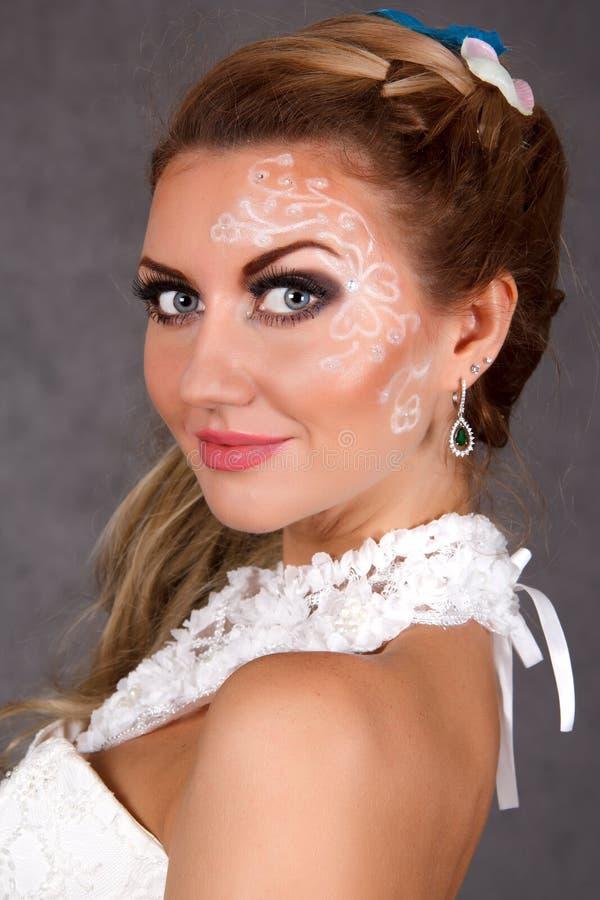 Ritratto di giovane sposa attraente immagine stock
