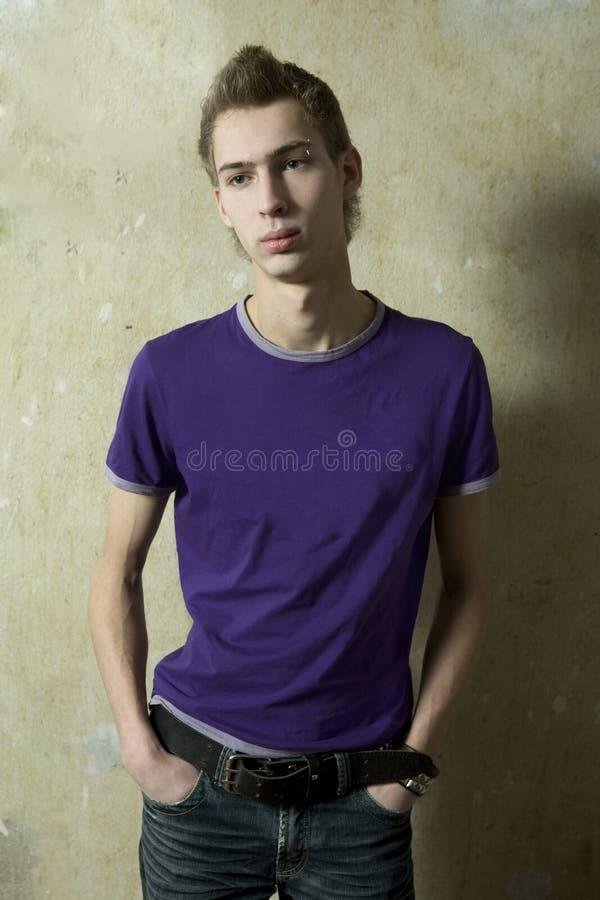 Ritratto di giovane uomo bello fotografia stock libera da diritti