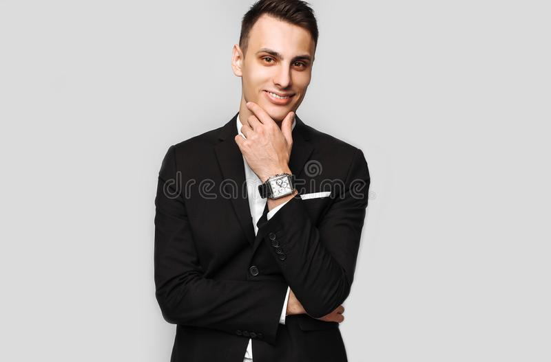 Ritratto di giovane uomo bello di affari, maschio, in un bl classico immagine stock libera da diritti