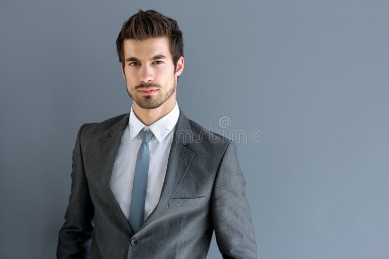Ritratto di giovane uomo d'affari fotografie stock