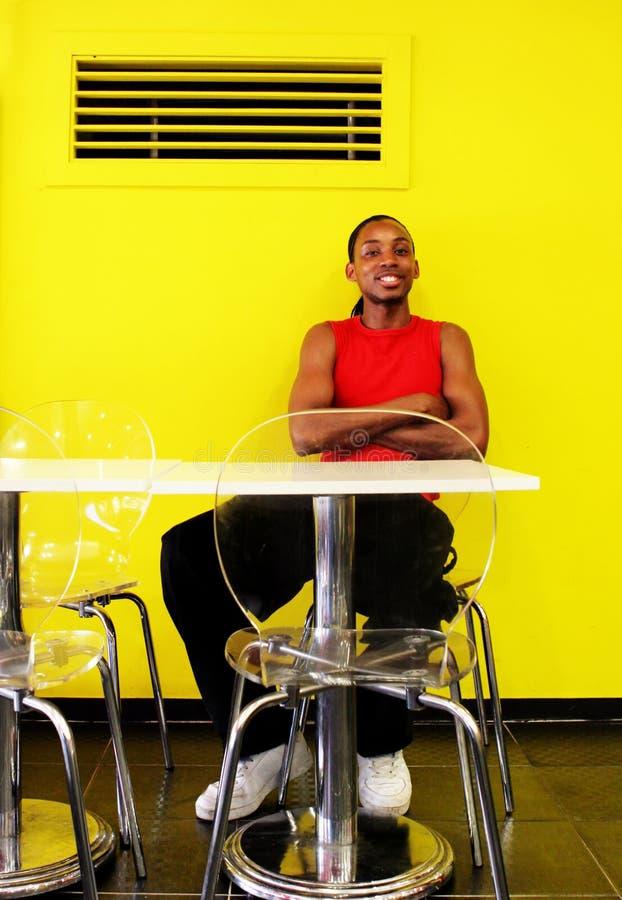 Ritratto di giovane uomo di colore splendido fotografia stock