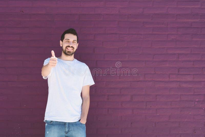 Ritratto di giovane uomo latino immagine stock libera da diritti