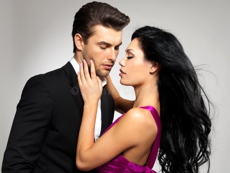 Ritratto di giovani belle coppie nell'amore fotografie stock libere da diritti
