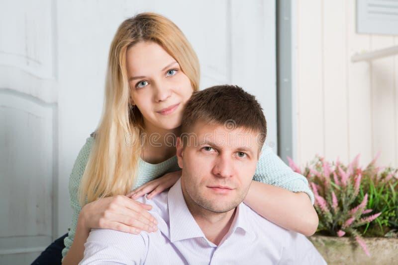 Ritratto di giovani coppie amorose fotografie stock libere da diritti
