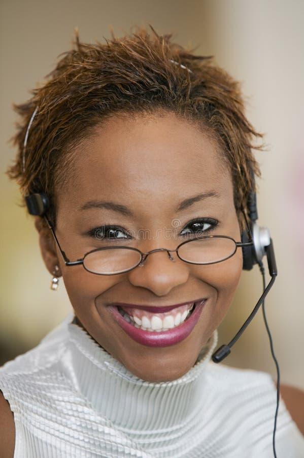 Ritratto di With Headset del rappresentante di servizio di assistenza al cliente immagini stock