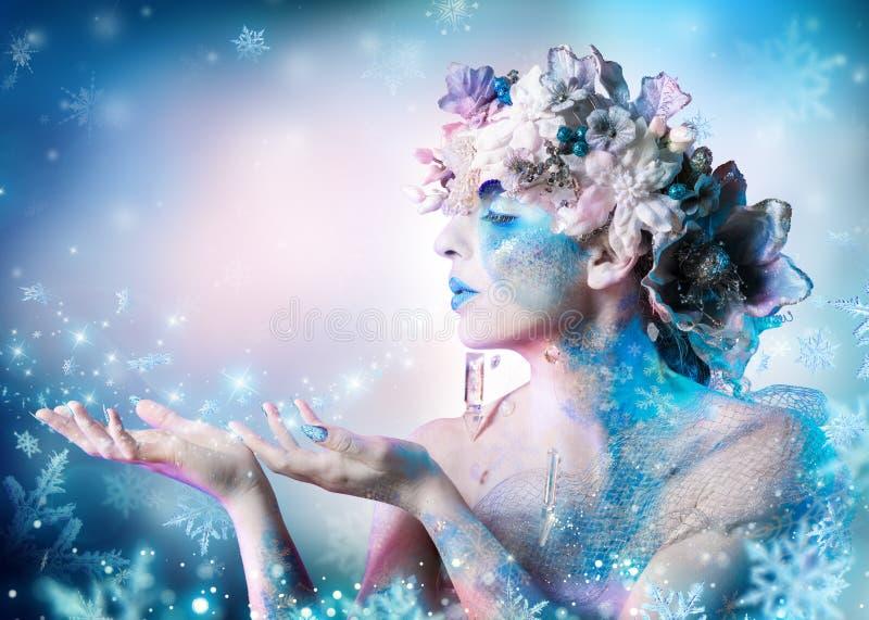 Ritratto di inverno della donna fotografie stock libere da diritti