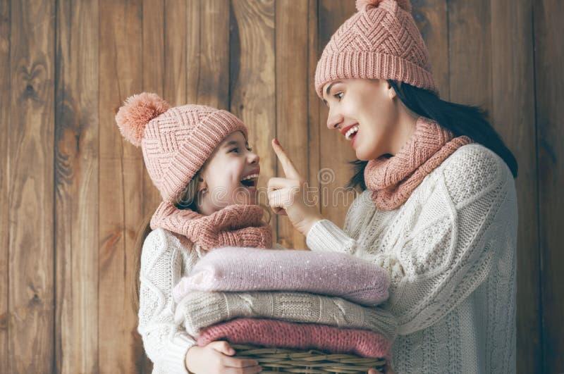 Ritratto di inverno della famiglia immagine stock libera da diritti