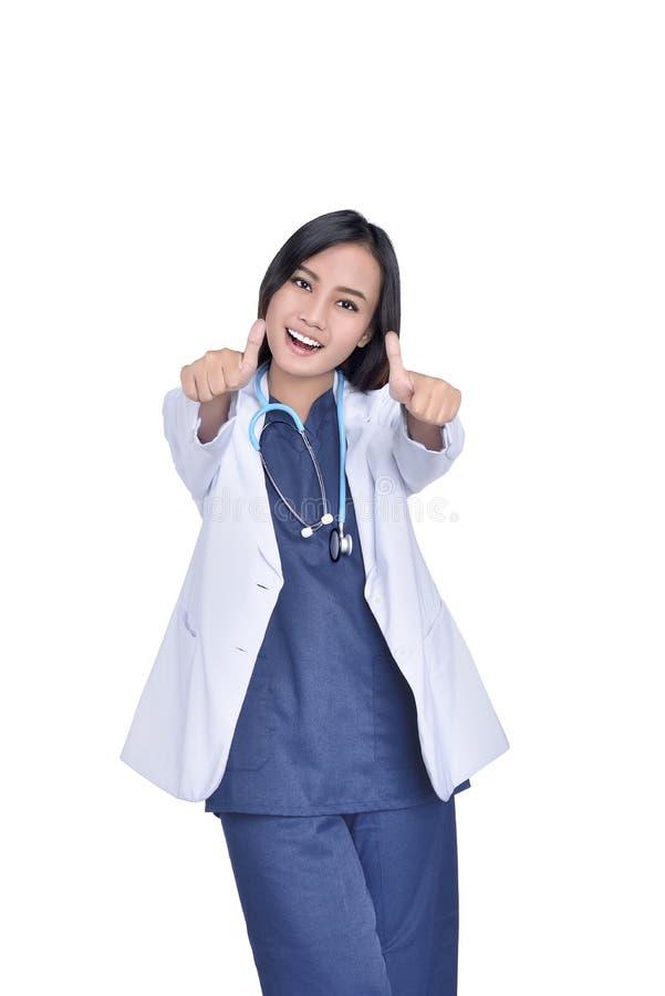 Ritratto di medico asiatico con lo stetoscopio che dà i pollici immagine stock libera da diritti