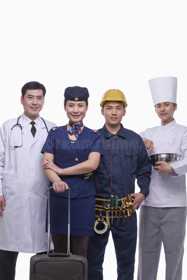 Ritratto di medico, dell'hostess di aria, del muratore e del colpo felici e sorridenti dello studio del cuoco unico fotografie stock libere da diritti