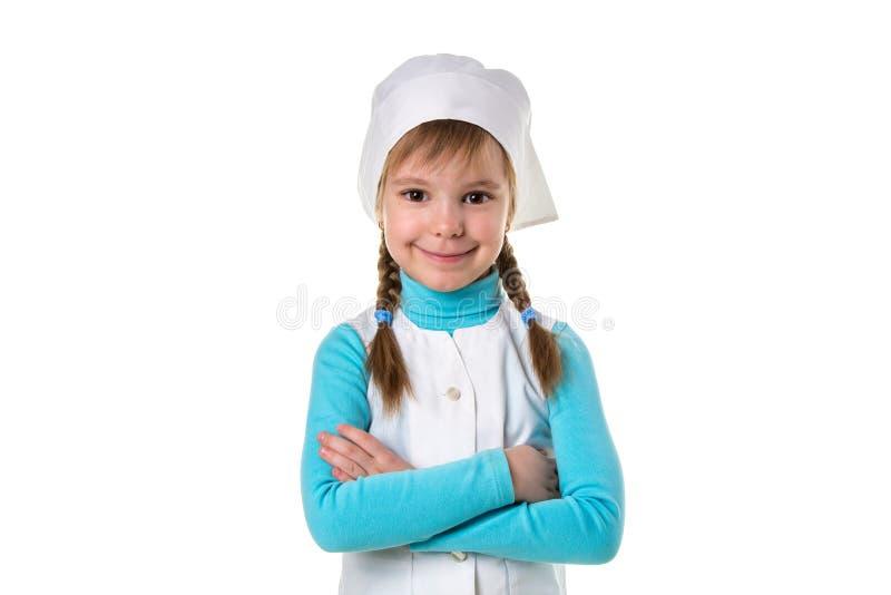 Ritratto di medico felice allegro in uniforme medica con le mani attraversate, orientamento del paesaggio immagini stock libere da diritti