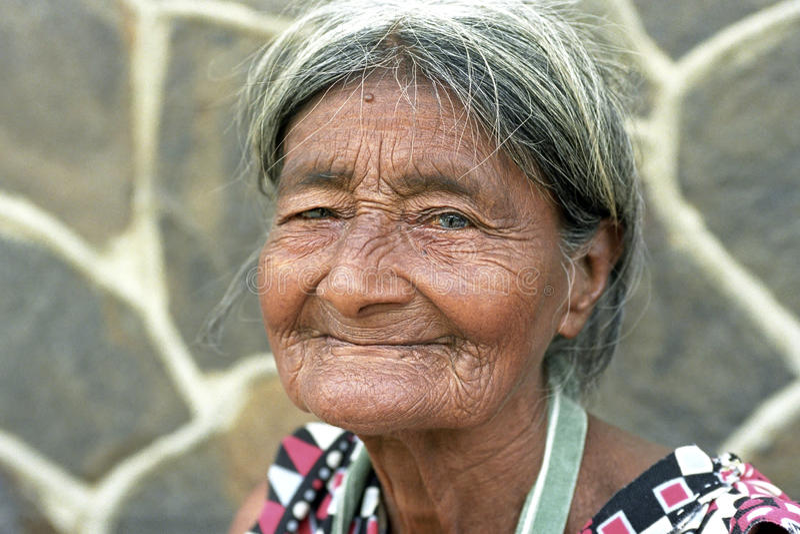 Ritratto di molto vecchio, corrugato, donna del latino immagini stock libere da diritti