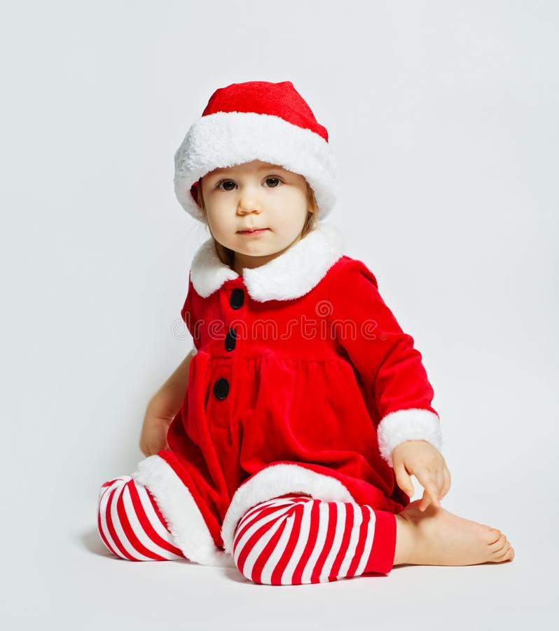 Ritratto di Natale della ragazza sveglia del bambino in cappello di Santa fotografia stock