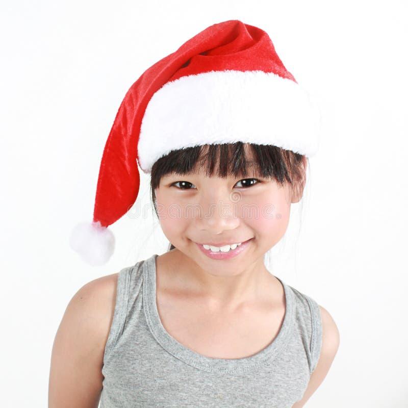 Ritratto di piccola ragazza asiatica sveglia che porta cappello rosso fotografie stock libere da diritti