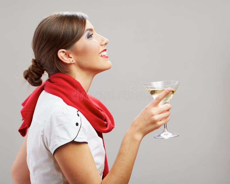 Ritratto di profilo di giovane vino sorridente della bevanda della donna fotografia stock