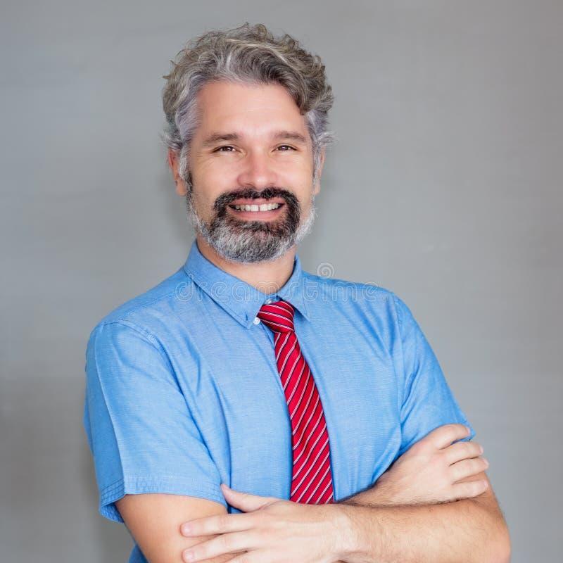 Ritratto di risata dell'uomo d'affari maturo con la barba fotografie stock