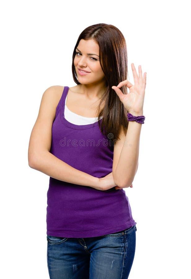Ritratto di ritratto a mezzo busto della ragazza con il gesto giusto immagine stock libera da diritti