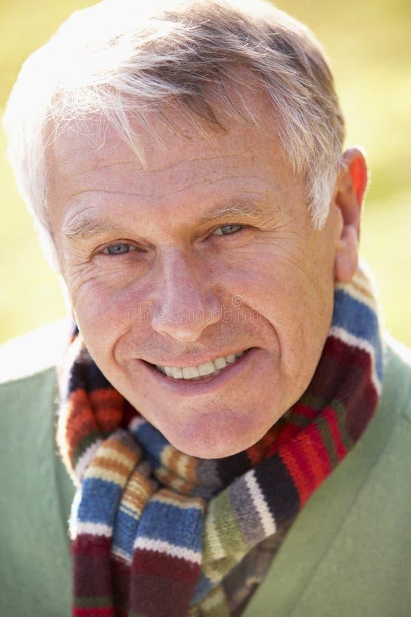Ritratto di sorridere dell'uomo maggiore fotografia stock libera da diritti