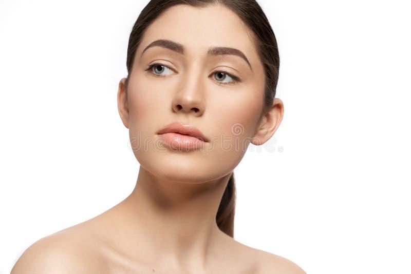Ritratto di splendido modello con pelle perfetta e labbra nude fotografie stock