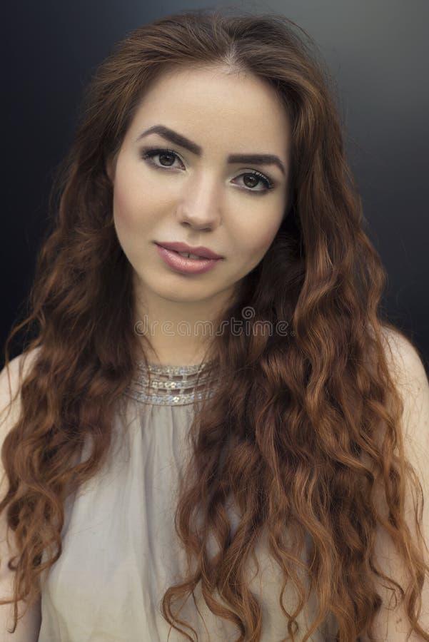 Ritratto di stile di vita di giovane bella donna immagini stock libere da diritti