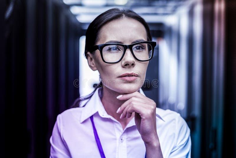 Ritratto di un agente del CIA femminile intelligente fotografia stock libera da diritti