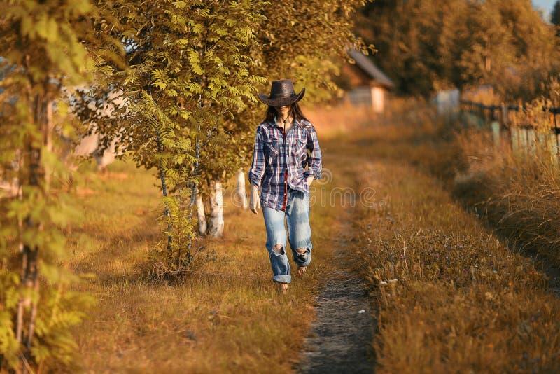 Ritratto di un agricoltore della giovane donna fotografia stock libera da diritti