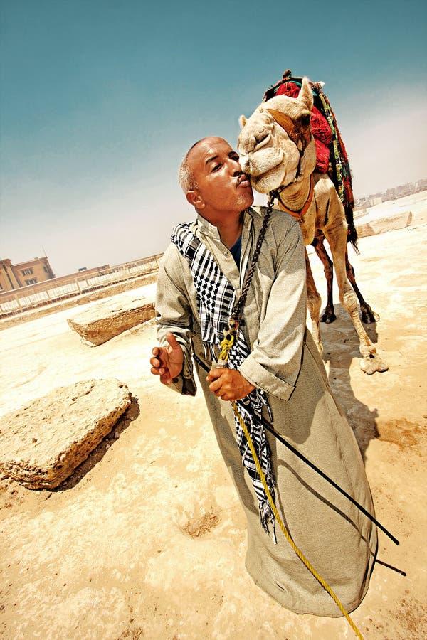 Ritratto di un beduino con un cammello immagine stock