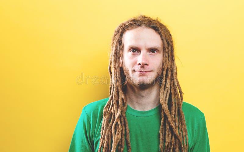 Ritratto di un giovane fotografie stock libere da diritti