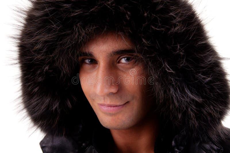 Ritratto di un giovane con un cappuccio simile a pelliccia fotografia stock