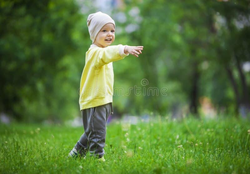 Ritratto di un ragazzino felice immagini stock libere da diritti