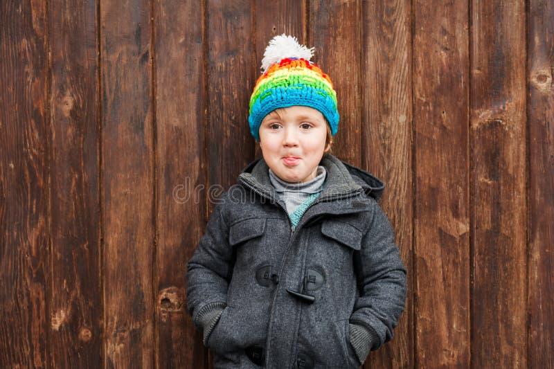 Ritratto di un ragazzino sveglio fotografia stock libera da diritti