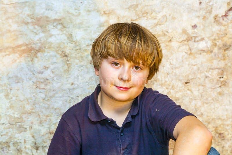 Ritratto di un ragazzo sorridente immagine stock