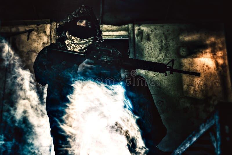 Download Ritratto Di Un Soldato Con Il Suo Riffle Fotografia Stock - Immagine di uniforme, fucile: 30825628