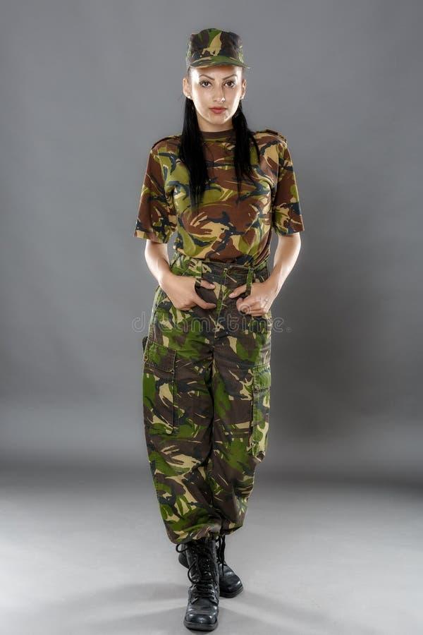ritratto di un soldato della donna immagini stock