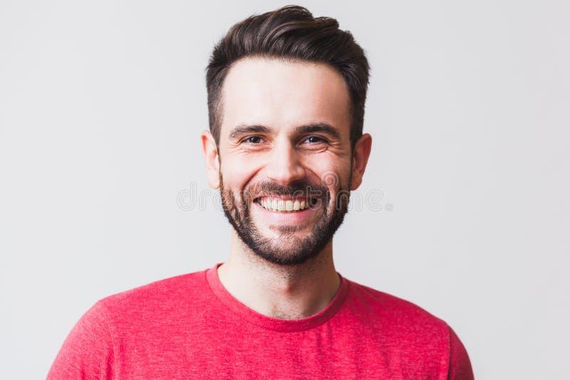 Ritratto di un sorridere del giovane fotografia stock libera da diritti