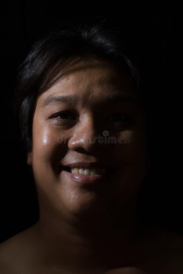 Ritratto di un sorridere dell'uomo immagine stock libera da diritti